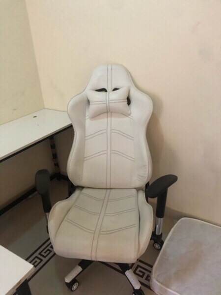 Used Gaming table and gaming chair in Dubai, UAE