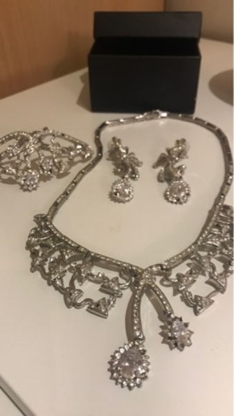 Used Set of accessory diamond 3 pieces in Dubai, UAE