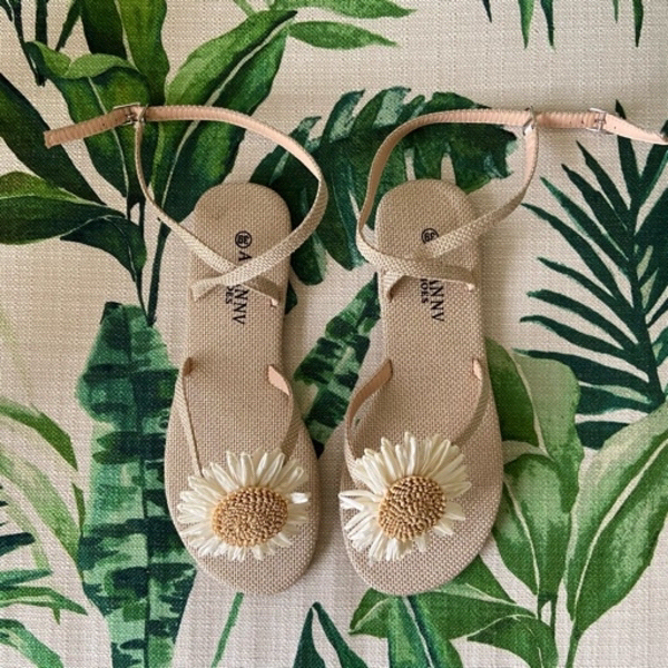 Used Daisy summer sandals (39) in Dubai, UAE