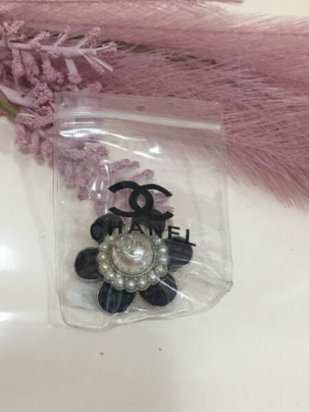 Used 2 Chanel brooches in Dubai, UAE