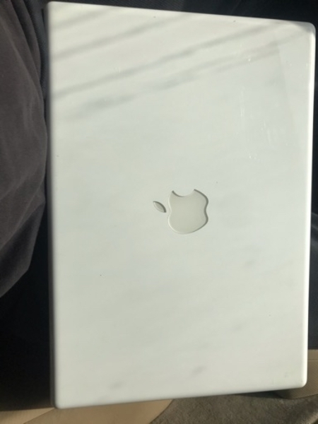 Used White MacBook Core 2 duo 320 gb 4 gb ram in Dubai, UAE