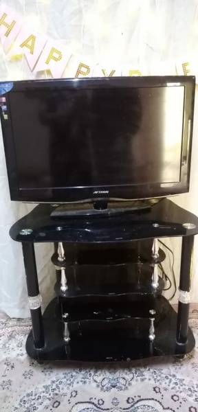 Used Aftron tv lcd 32 inch and tv tabel in Dubai, UAE