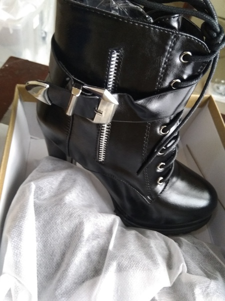 Used Thick soled leather thick heel boot in Dubai, UAE