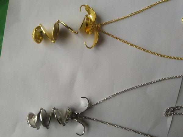 Used Opening and closing photo necklace in Dubai, UAE