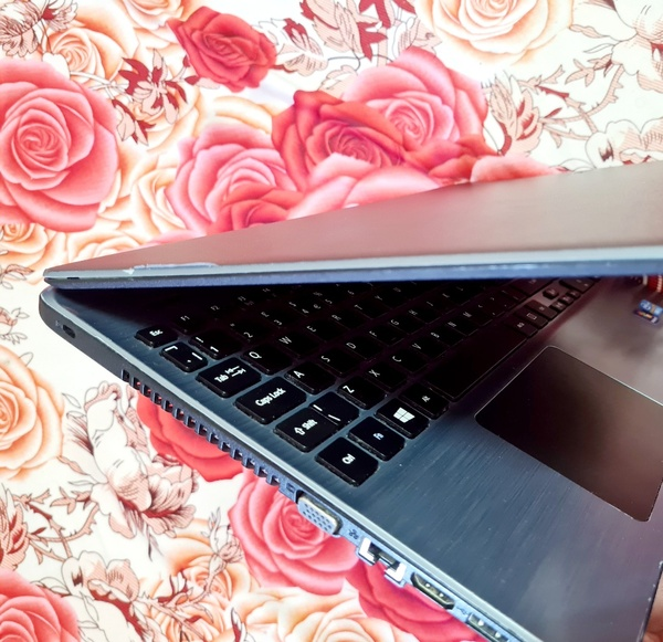 Used Acer Laptop glossy body 4th generation in Dubai, UAE