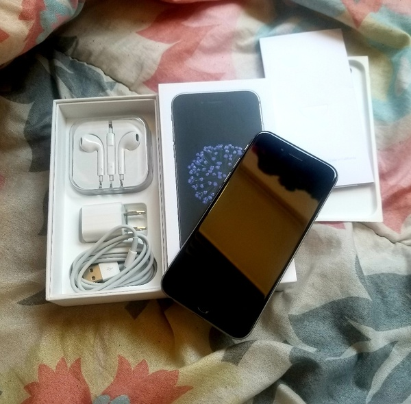 Used I.phone 6 64GB Space Gray Color With Box in Dubai, UAE