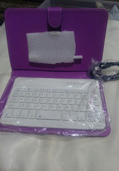 Used Key board and cover for mobile phones in Dubai, UAE