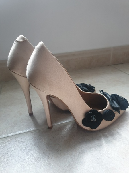 Used KURT GEIGER in Dubai, UAE
