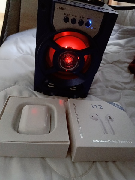 Used Speaker and headset in Dubai, UAE