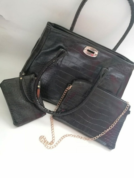 Used Beautiful 3 piece bag New in Dubai, UAE