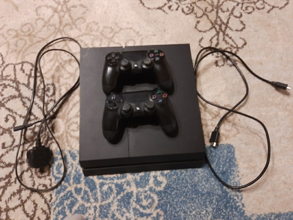 Used بليستيشن 4  ps4 in Dubai, UAE