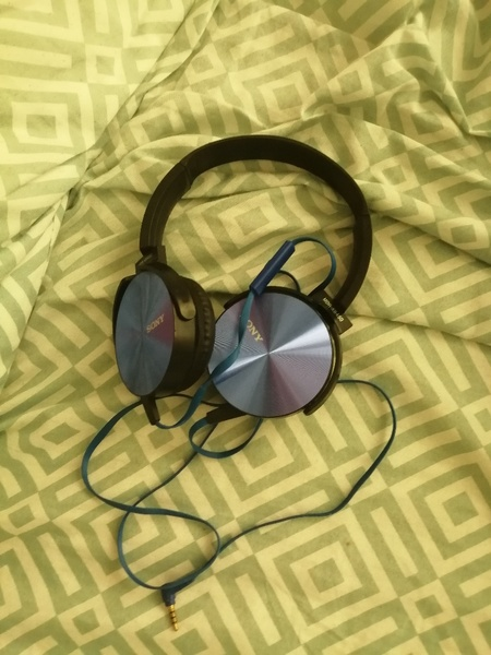 Used Sony headphones in Dubai, UAE