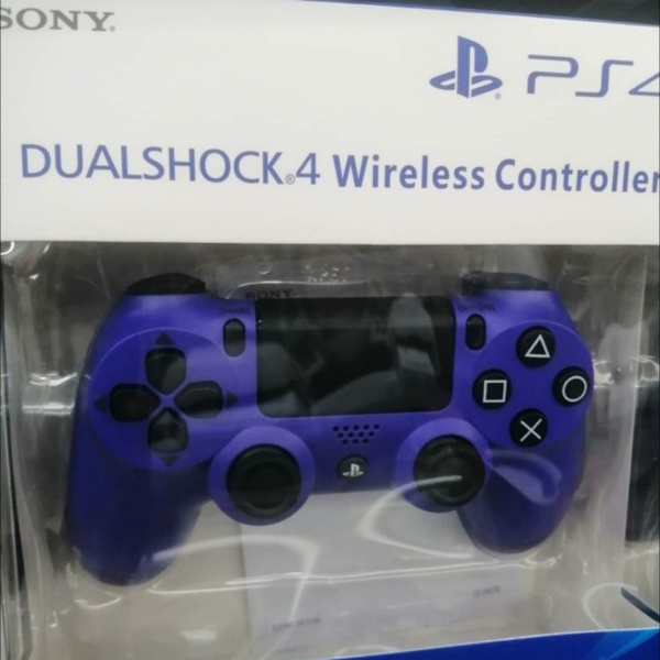 Used WIRELESS .GAME CONTROLLER PS4=SONY in Dubai, UAE