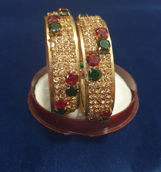 Used VINTAGE BANGLES LONG LASTING COLLECTION in Dubai, UAE