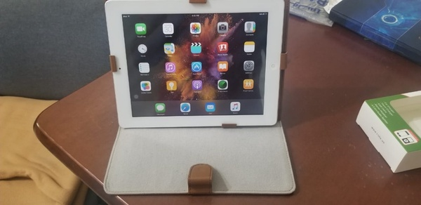 Used Apple ipad2 with leather case & charger in Dubai, UAE