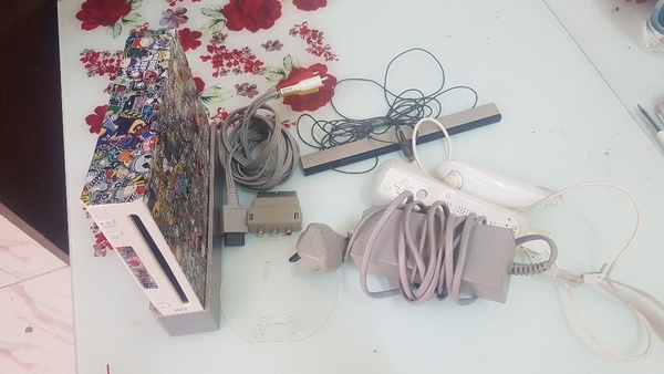 Used wii and 6 game and 3 controller in Dubai, UAE