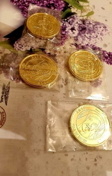 Used 5 gold plated coins in Dubai, UAE