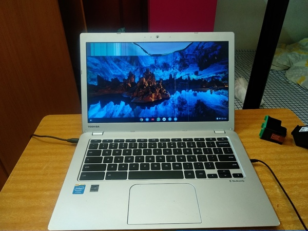 Used Toshiba chromebook 2( screen cracked) in Dubai, UAE
