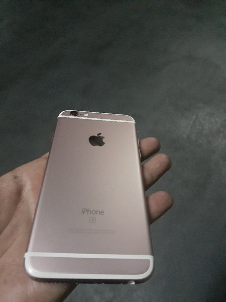 Used I phone 6s in Dubai, UAE