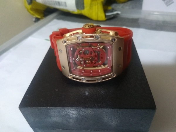 Used skone fashion watch in Dubai, UAE