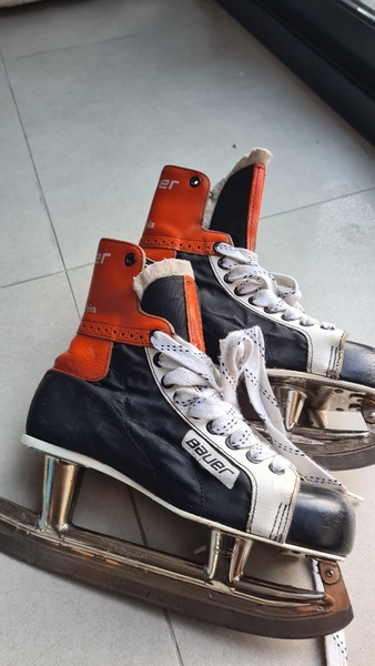 Used Genuine leather Bauer ice skates in Dubai, UAE
