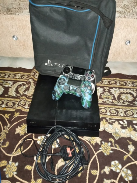 Used PS4 very good condition rarely used in Dubai, UAE
