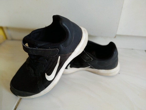 Used Bundle of branded shoes for boy 32-33 eu in Dubai, UAE