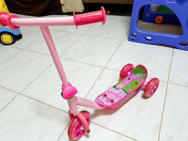 Used Kids Toys, scooter, Slide and swing in Dubai, UAE