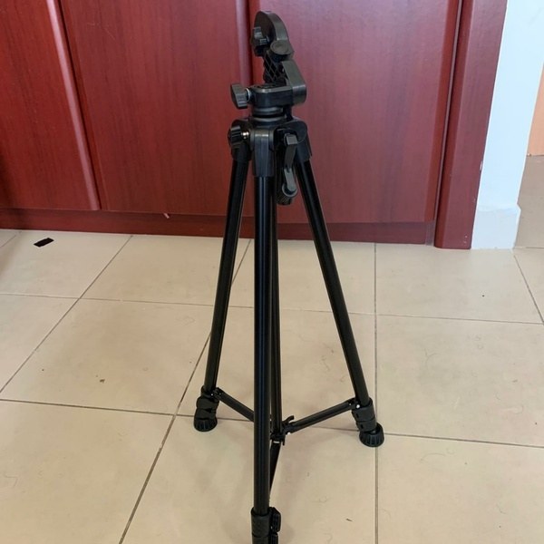 Used Tripod with Super Quality Height 1620mm in Dubai, UAE