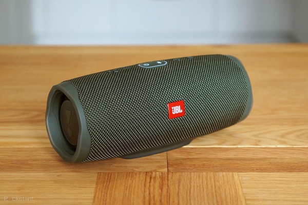 Used JBL CHARGE 4 SPEAKER NEW LOUD .🧡🧡 in Dubai, UAE