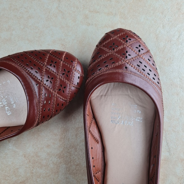 Used VINY Brown flats eur 39 in Dubai, UAE