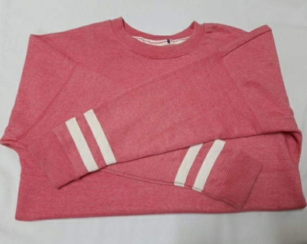 Used SweatShirt for Ladies with Free Gifts 🎁 in Dubai, UAE