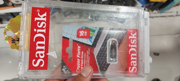 Used USB Flash Drive SanDisk 16 GB in Dubai, UAE