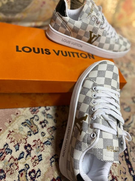 Used Lv sneaker new box size 42 in Dubai, UAE