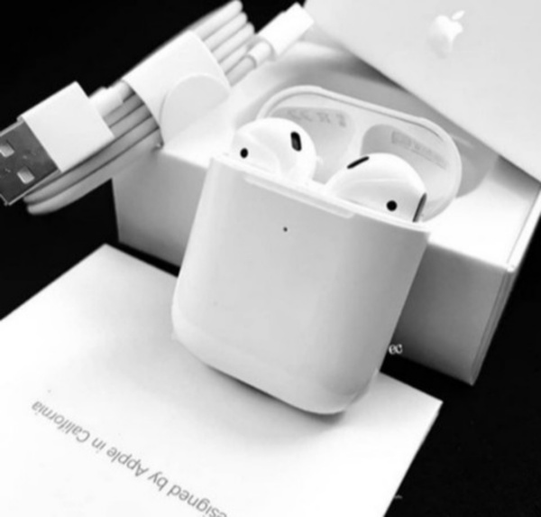Used AIRPOD 2 WIRELESS ONLY.. BUY NOW in Dubai, UAE