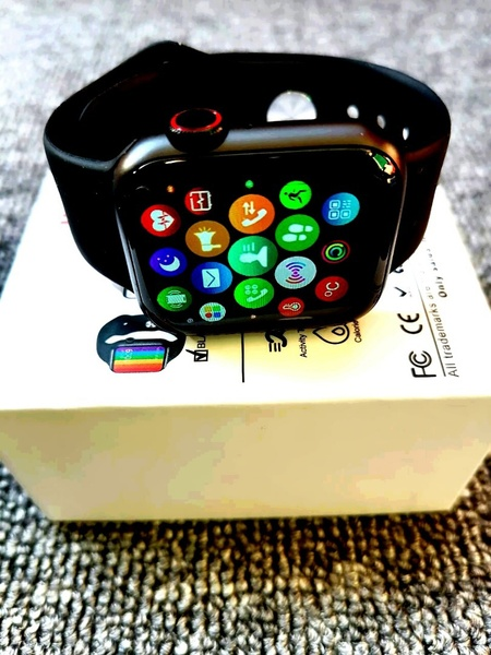 Used Apple watch changing wallpaper  w-26 in Dubai, UAE