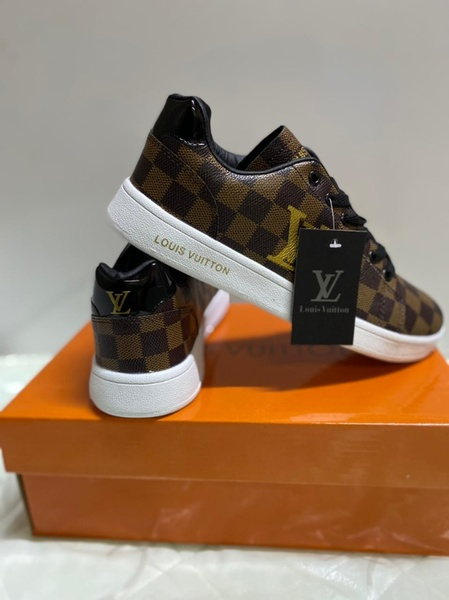 Used Lv sneaker new brown size 39 unisex in Dubai, UAE