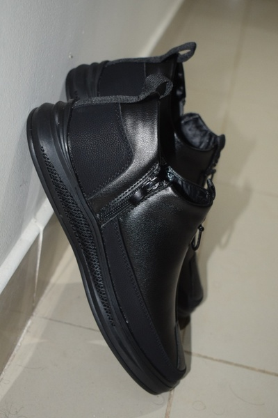 Used Men's leather boots size 38 in Dubai, UAE