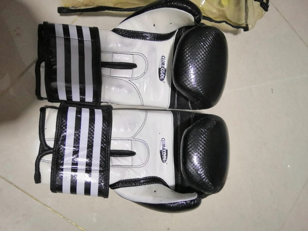 Used Curved hook & Pads with Adidas gloves in Dubai, UAE