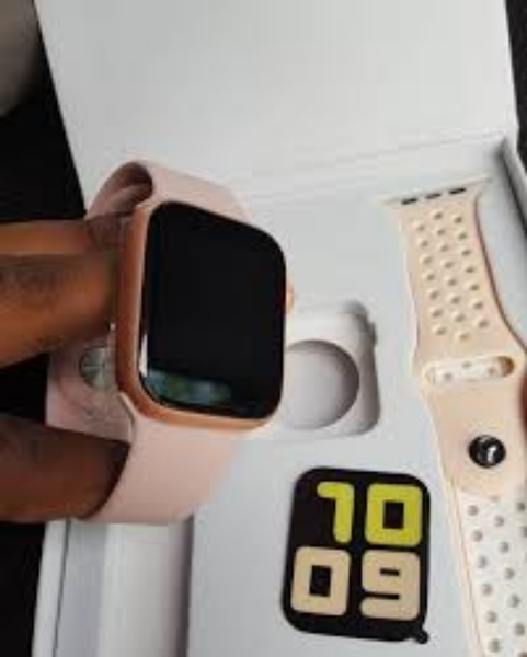 Used T55 APPLE SERIES5 SMART WATCH BOX in Dubai, UAE