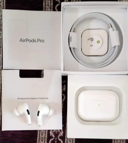 Used A.PLE AIRPOD PRO WIRELESS HEADSET 💫 BY in Dubai, UAE