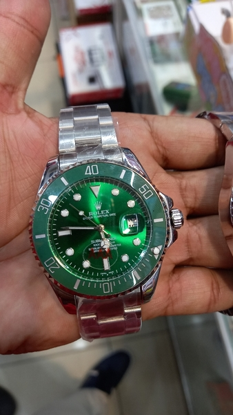 Used Atomatic rolex watch Green color for man in Dubai, UAE
