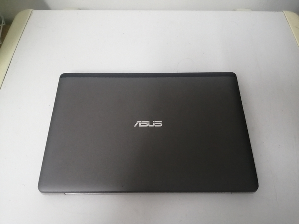 Used Asus i3 touch screen laptop 2nd Gen. in Dubai, UAE