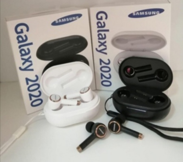 Used SAMSUNG GALAXY 2020 PACKED AIRPODS GET in Dubai, UAE