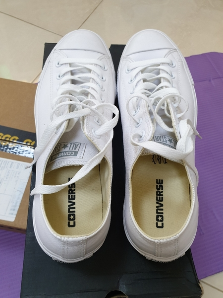 Used White leather converse allstars size 45 in Dubai, UAE