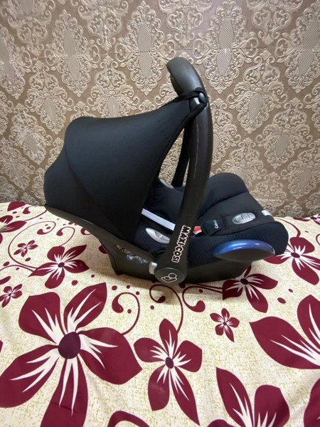 Used Maxicos infant car seat 💺 in Dubai, UAE