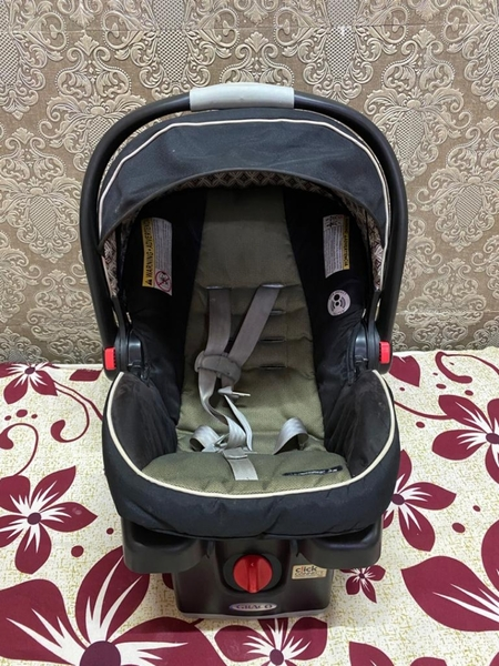 Used Graco infant car seat in Dubai, UAE