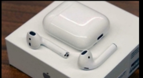 Used APPLE AIRPODS 2. NEW IN BOX.. GRAB NOW W in Dubai, UAE