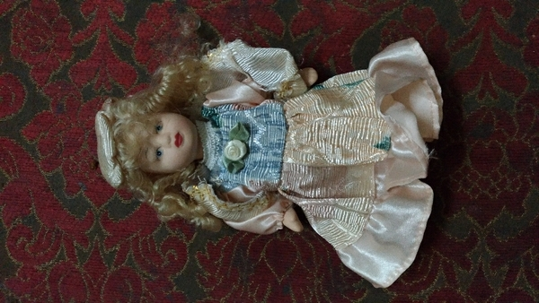 Used Very beautiful two piece doll big and sm in Dubai, UAE