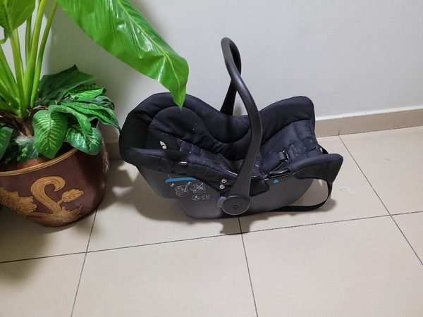 Used Baby Carry Cot/Car Seat from Mothercare in Dubai, UAE